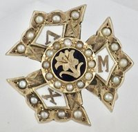 Vintage 10K Yellow Gold Lambda Chi Mu Fraternal Sorority Pin w/Seed Pearls