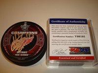 Henrik Zetterberg Signed 2008 Stanley Cup Champions Red Wings Puck PSA/DNA COA b