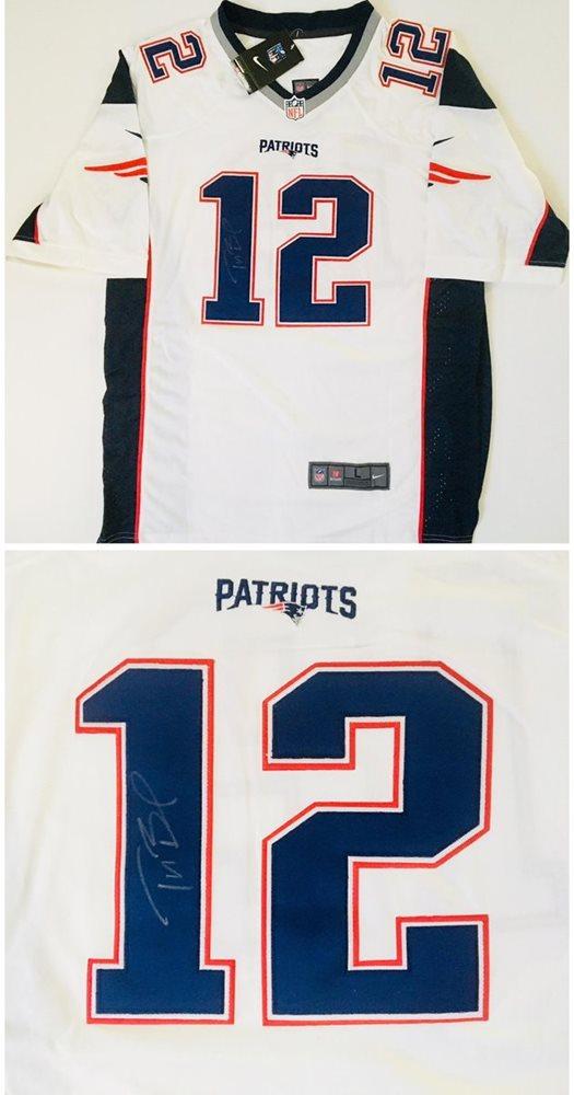 save off 58261 8ad84 Tom Brady Autographed New England Patriots Jersey