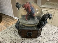 Marvel Diamond Select Spider-Man Motion Snow Globe with Spiders