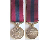 MIN1096. Miniature Distinguished Concuct Medal, EIIR obverse