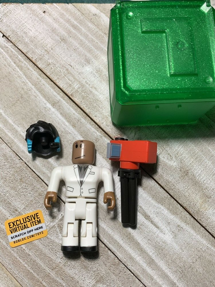 Roblox Celebrity Series 1~Playrobot w//Code~Code Only Available