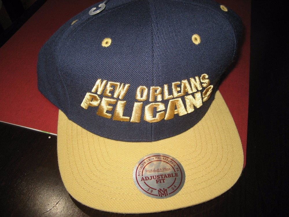 brand new b0ad7 40a94 MENS MITCHELL   NESS NEW ORLEANS PELICANS SNAPBACK HAT