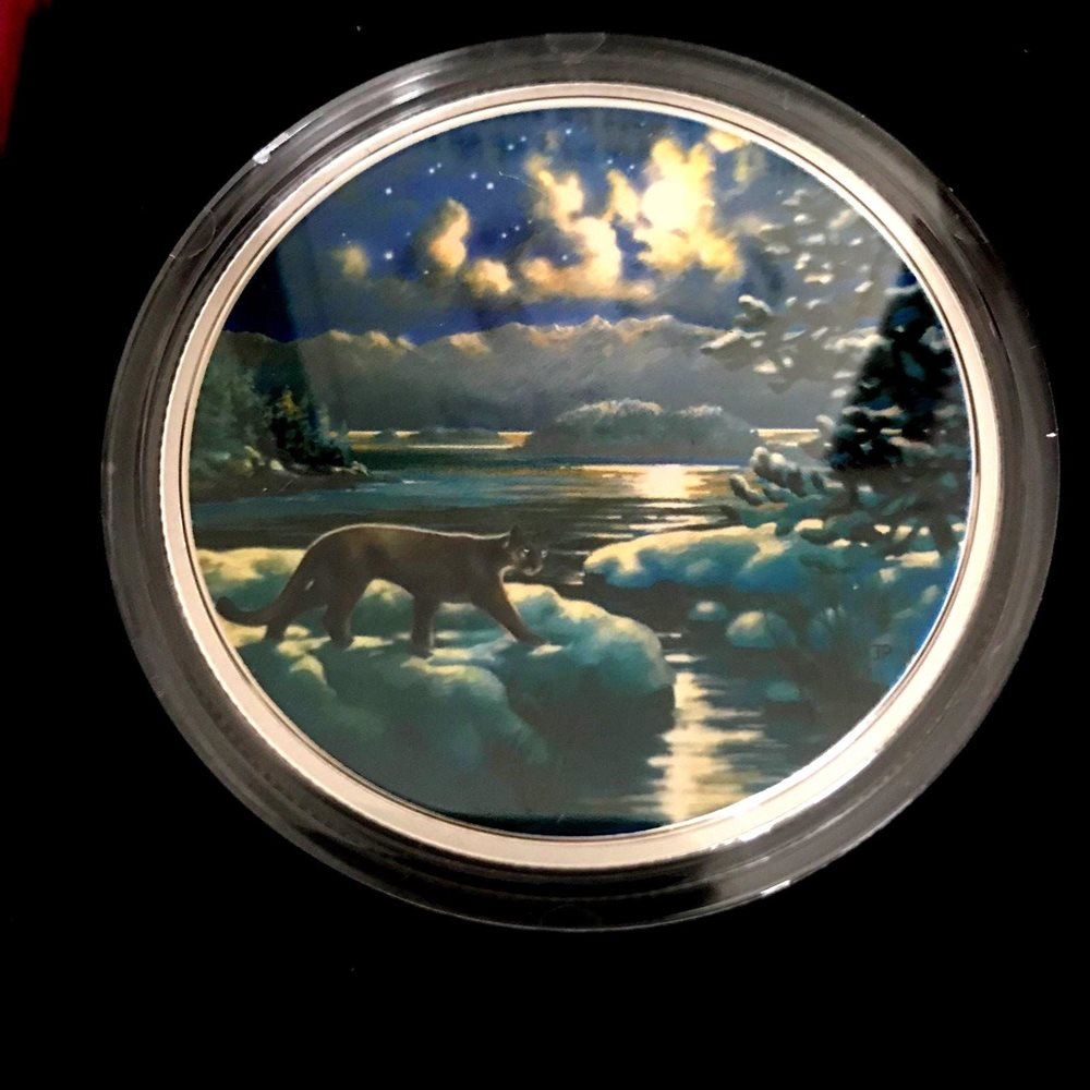 158765 Pure Silver Glow-In-The-Dark LYNX No 2017 Animals in the Moonlight 2 oz