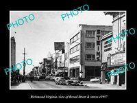 OLD POSTCARD SIZE PHOTO OF RICHMOND VIRGINIA VIEW OF BROAD ST & STORES c1957