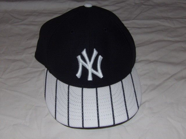 2cec11a694590 MLB NY New York Yankees 59 Fifty Fitted Size 7 Hat Base